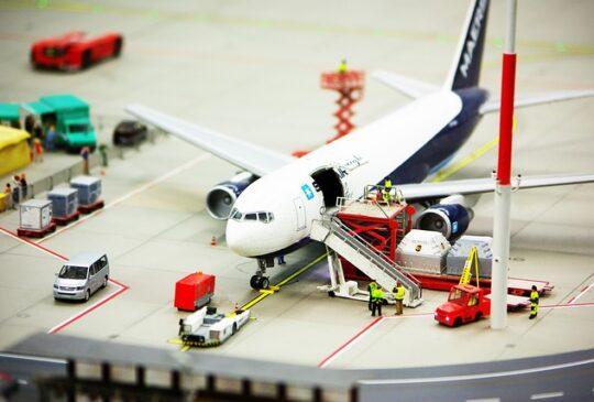 airport-687256_640